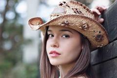 milton-senior-photographer-farm