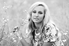senior-photographer-wildflowers