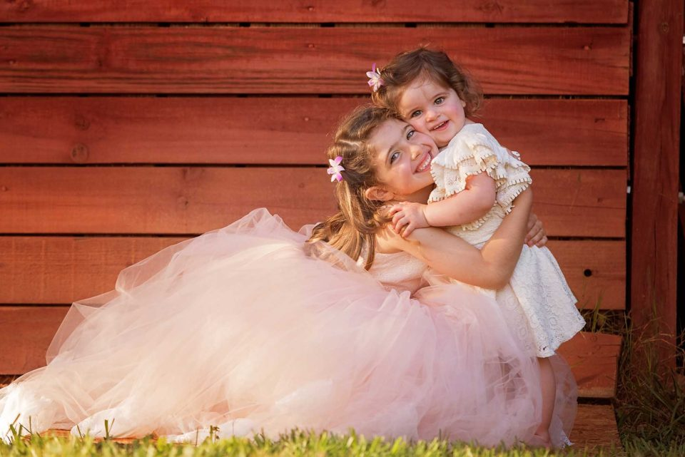 Sister-Snuggles-Photographer-960x641.jpg