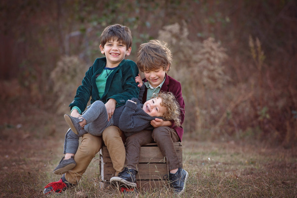 Family-Holiday-Photography-Sibling-Tickles-1-960x639.jpg