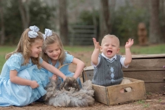siblings-and-some-bunny-loving-photographer