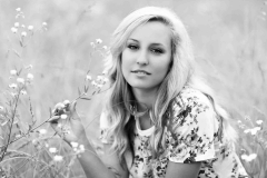 senior-photographer-wildflowers