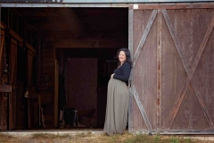 alpharetta maternity photographer barn