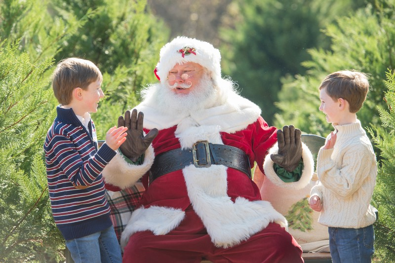 Santa-High-Fives