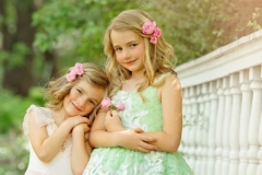 Styled-Child-Photography-Sister-Snuggles