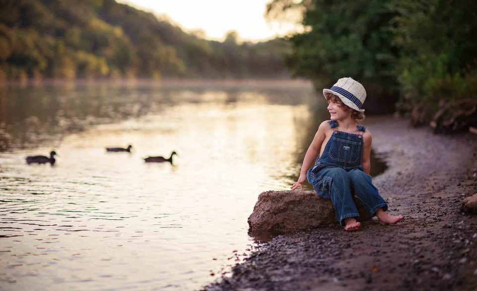 boy-at-river-with-ducks-photography-roswell