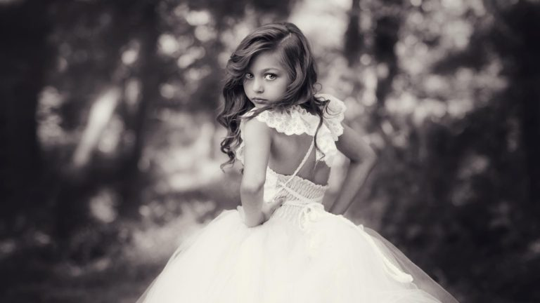 child-model-photography-black-and-white