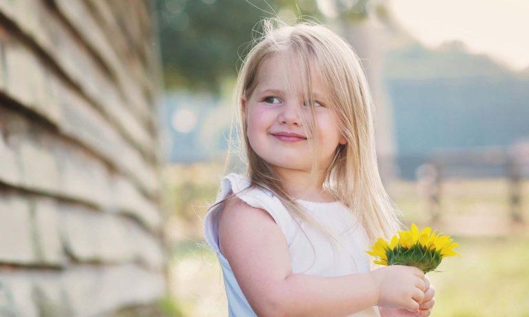 little-girl-sunflower-portraits-photography