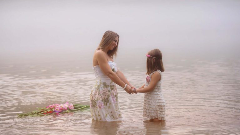 mother-daughter-styled-photography