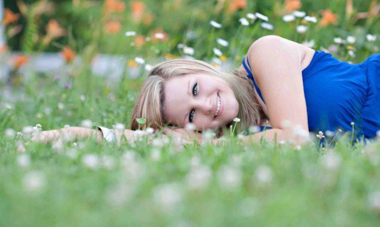 senior-photographer-wild-flowers-blue