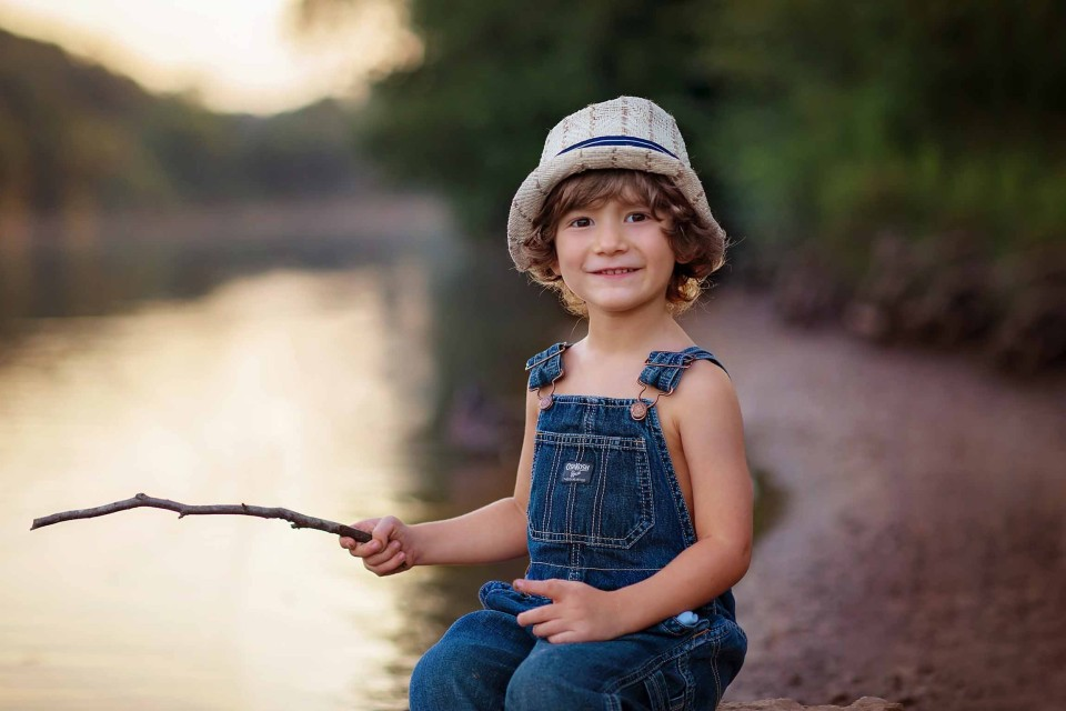 boy-in-hat-roswell-river-photographer