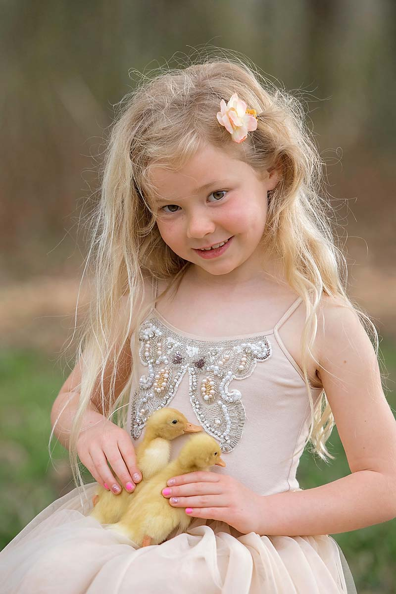 little-girl-with-ducklings-north-atlanta-photography