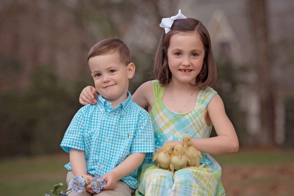 siblings-holding-ducklings-north-atlanta-photographer