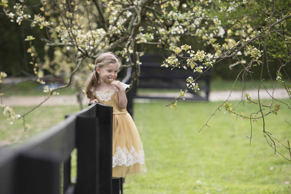 alpharetta-child-and-flower-photography