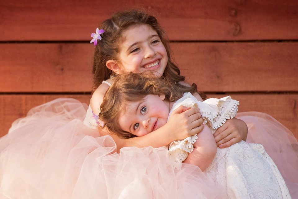 Sister-Hugs-Photography