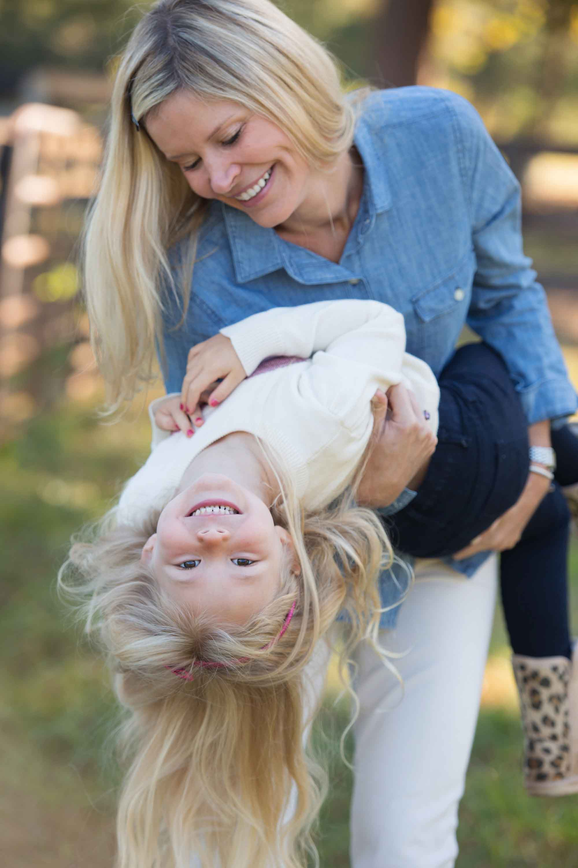 mom-daughter-moment-roswell-photographer